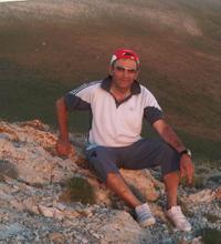 Tatilini doğduğu topraklarda, yani Bayburt'ta geçiren Kenan Yavuz, bir başka röportajında ise ''25 yıldır bu alışkanlığı hiç aksatmadım'' demişti...